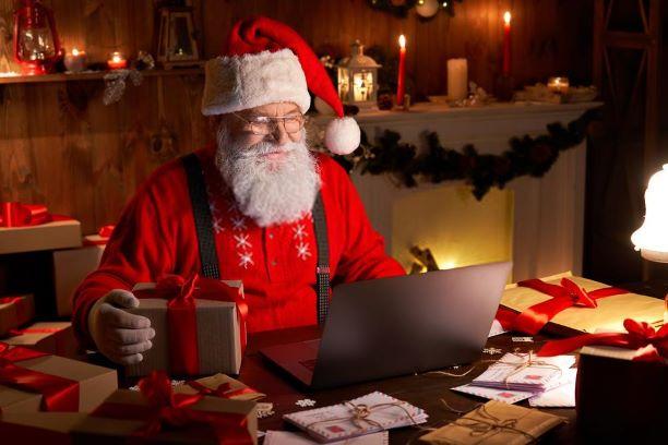 Babbo Natale che legge la letterina